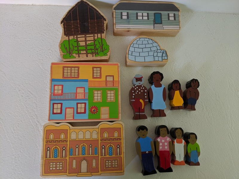 I199: Wooden Block House & People Set No.1