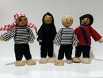 I24: Pirate dolls