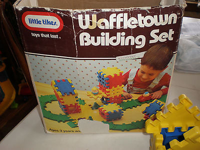 096: Waffle Town Building Set
